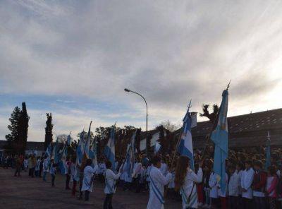Día de la bandera: Ante un gran marco se realizó el acto en el Regimiento