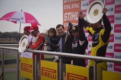 El senador Zamora estuvo presente en la carrera final del Súper TC2000