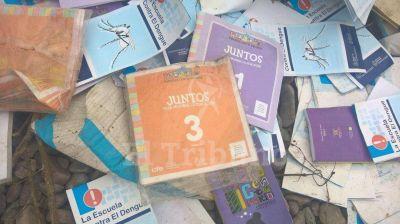 Tiraron cajas con manuales nuevos al río Arenales