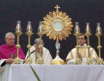 "Mons. Aguer: ""La Eucaristía alimenta el amor cristiano"""