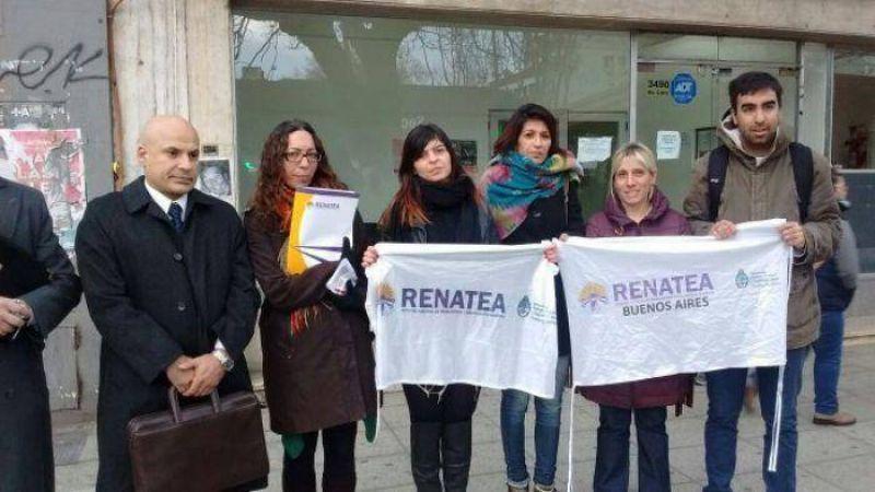 Denuncian masivos despidos en Renatea y marcharon ante el Ministerio de Trabajo