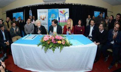 Intendentes del FpV donan parte de su sueldo a las Abuelas