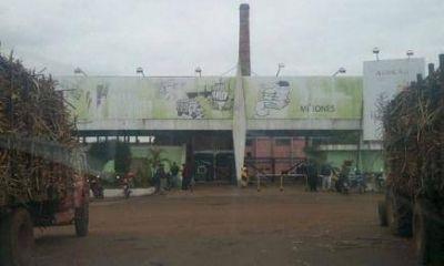Empleados del Ingenio Azucarero contin�an con el paro total de actividades