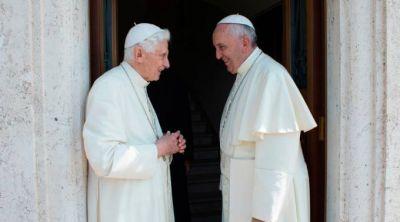 Francisco: Benedicto XVI es Papa Emérito y cuida mis espaldas con su oración
