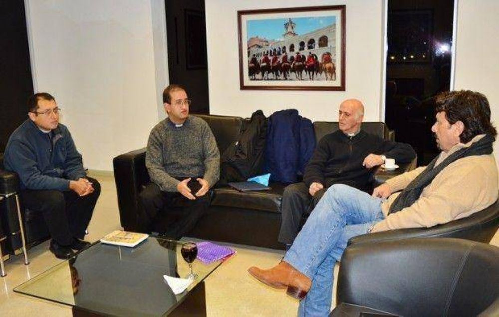 Gustavo Sáenz hizo una reunión para organizar la fiesta del Milagro