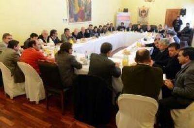 Corpacci pidió apoyo a intendentes para la autorización del préstamo