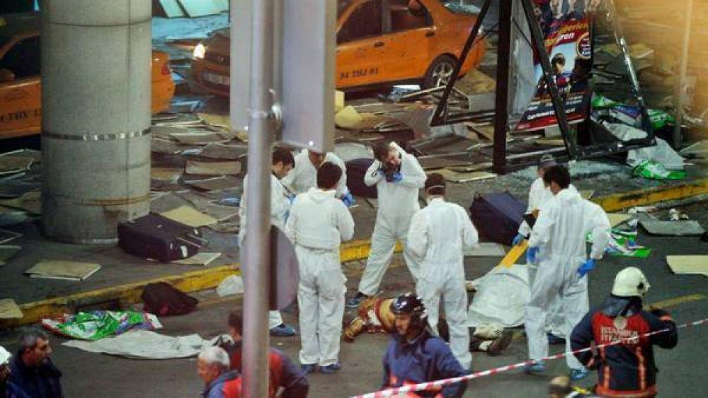 Atentado en el aeropuerto de Estambul: al menos 36 muertos