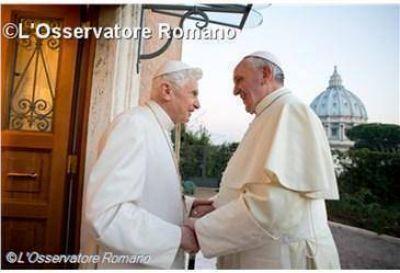 El Papa Francisco: Benedicto XVI ha hecho y hace teología de rodillas