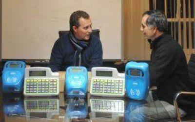 La aplicaci�n del sistema SUBE cada vez m�s cerca: la provincia recibi� las primeras 200 m�quinas lectoras