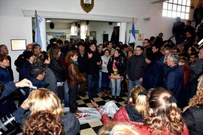 Atolaguirre paga el aguinaldo el martes: municipales hacen aplaudidas y paro
