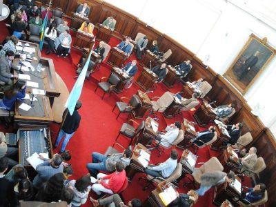 Concejo Deliberante: Freno a los hipermercados y pedido de interpelación a Luchessi