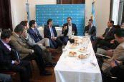 Garro recibió la visita de alcaldes latinoamericanos en el Palacio Municipal