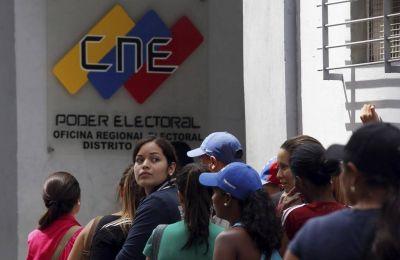Venezuela: el chavismo pretende dar un s�lo d�a para la recolecci�n de firmas del 20% del padr�n