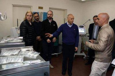 Nicolás Ducoté hizo entrega de equipamiento a los hospitales