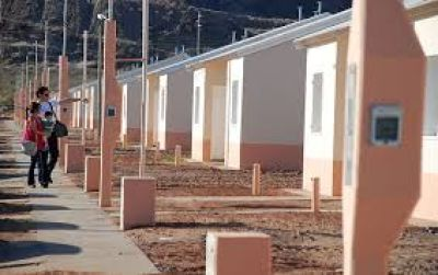 Gobernadora encabezó entrega de viviendas
