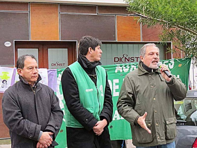 """Protesta de gremios por el """"maltrato"""" de la prestataria de reconocimientos médicos"""