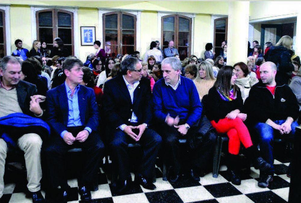 El Intendente Gastón participó de la conferencia sobre la artista mexicana Frida