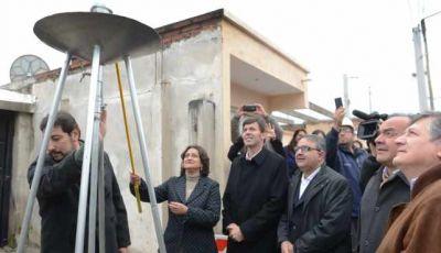Luc�a inaugur� una red de gas natural en Parque Am�rica