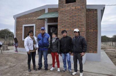 Entregaron viviendas sociales en el Departamento Río Hondo