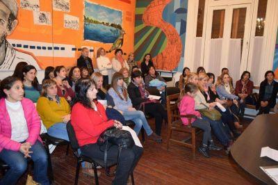 El programa municipal �Caminamos junto con la Educaci�n� se present� en el Sal�n �Sesquicentenario�