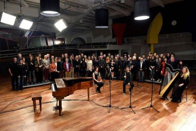 """Contra el olvido: Convocados por la AMIA, cien músicos argentinos grabaron juntos """"La Memoria"""" de León Gieco"""