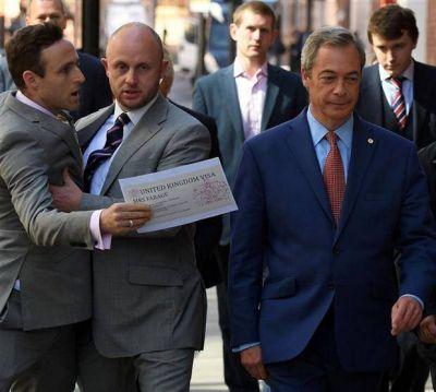 El Brexit no deja líder en pie: su más polémico promotor renunció