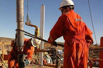 Petroleros acordaron aumento del 30% y adicional de $ 20.000
