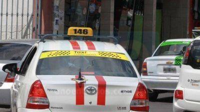 Proponen que se restrinja la circulación de remises y se amplíe la de taxis
