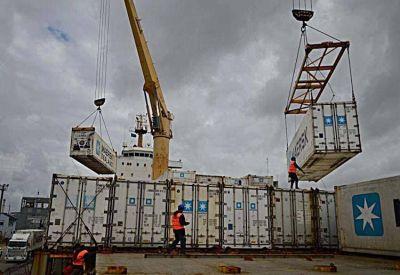 Intensa actividad en el puerto con la llegada de portacontenedores