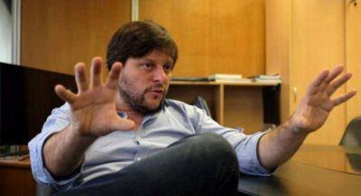 Leandro Santoro diserta sobre Reflexiones pol�ticas en el Bicentenario