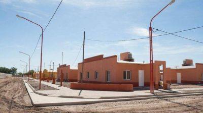 El gobernador entrega viviendas a familias cipole�as