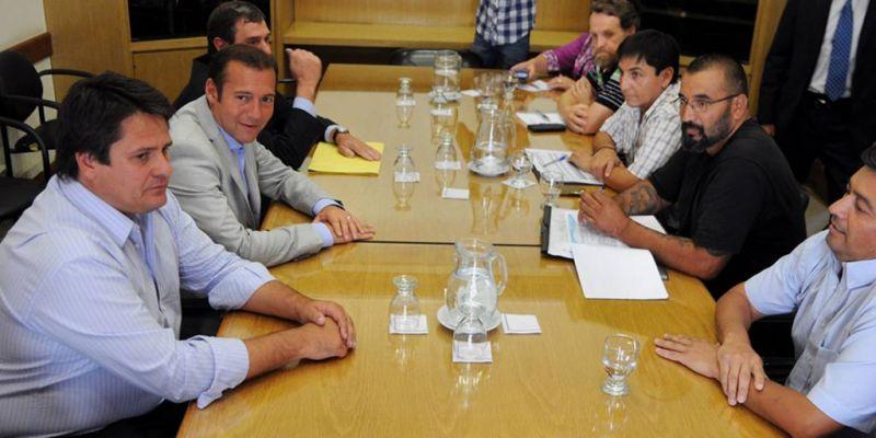 El gobierno convocó a los gremios a una mesa de diálogo