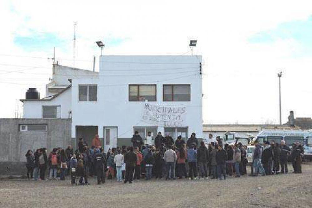 Municipales de Deseado rechazaron oferta salarial de cuatro mil pesos