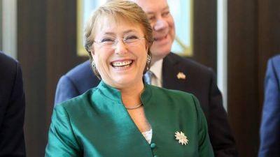 Bachelet, con el índice de popularidad por el piso