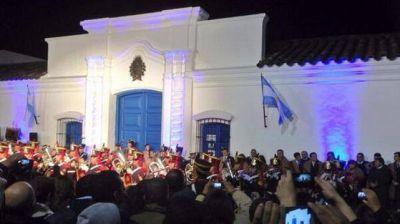 Sin cadena nacional, Macri encabeza festejos en Jujuy y Tucumán por el Bicentenario