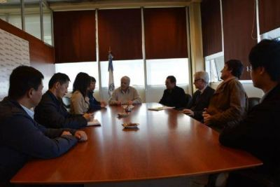 Empresarios y técnicos chinos se reunieron con Cano por el riego en San Juan