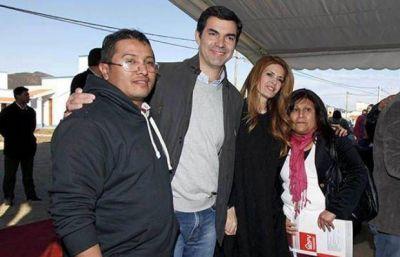 Urtubey hizo feliz a cien familias: entregó casas en el barrio El Huayco