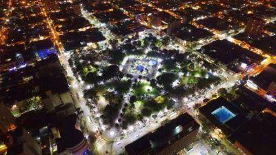 El festejo del bicentenario trajo las nuevas luminarias en la plaza 25 de Mayo de 1810