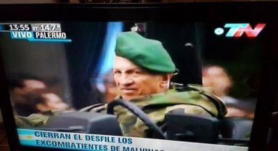 Aldo Rico participó del desfile militar en los festejos por el Bicentenario