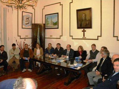 Intendente, diputados provinciales y concejales firmaron acta compromiso en el Bicentenario