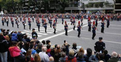 Miles de personas presenciaron el megadesfile militar en Palermo