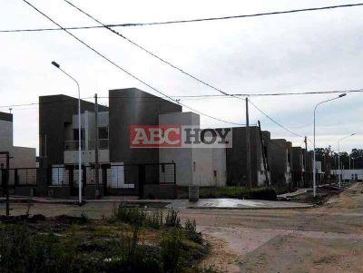 Preocupados por la indefinición de la entrega de sus casas se movilizan al HCD