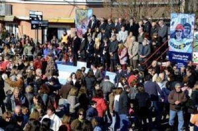 Miles de chivilcoyanos participaron del festejo oficial por los 200 años de la Independencia