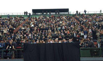 Las críticas despabilaron a Macri: finalmente asistió al desfile por el Bicentenario