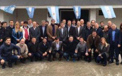Intendentes y legisladores del FpV respaldaron a Descalzo