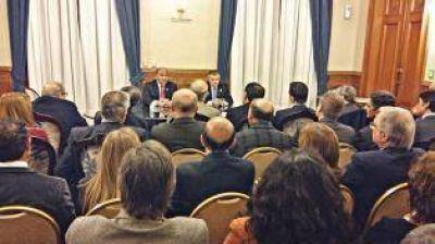 Manzur reunió y amplió su gabinete