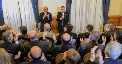 """Manzur: """"Le pedí a los funcionarios que redoblen los esfuerzos"""""""