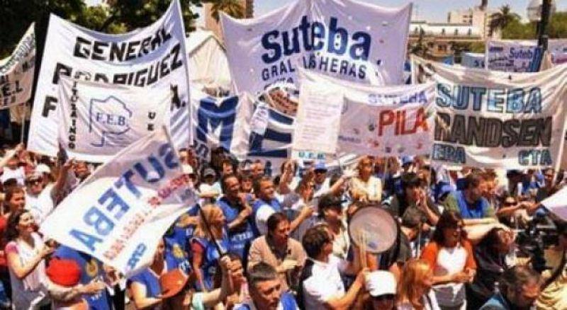 El Frente Gremial Docente se moviliza para exigir la reapertura de la paritaria
