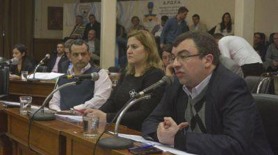 La oposición se une para insistir con informes sobre los asesores del gobierno de Héctor Gay