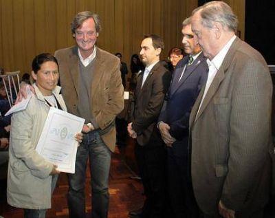 El municipio de Tandil y la Provincia entregaron más de mil escrituras de tierras y viviendas